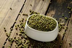 绿豆做面膜 对付痤疮的小方法