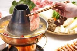 嘴角长痘痘是什么原因造成的!是因为爱吃火锅吗?